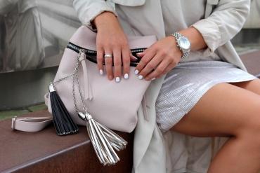 Fashioncircuz by Jenny trend-plisseerock-metallic4-370x247 TREND: METALLIC PLISSEEKLEID ZU SNEAKERS