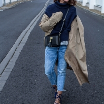 fashioncircuz_jennifer_kemen_outfit_inspiration_showroom_pullover_and_asos_trenchcoat-kopie-5