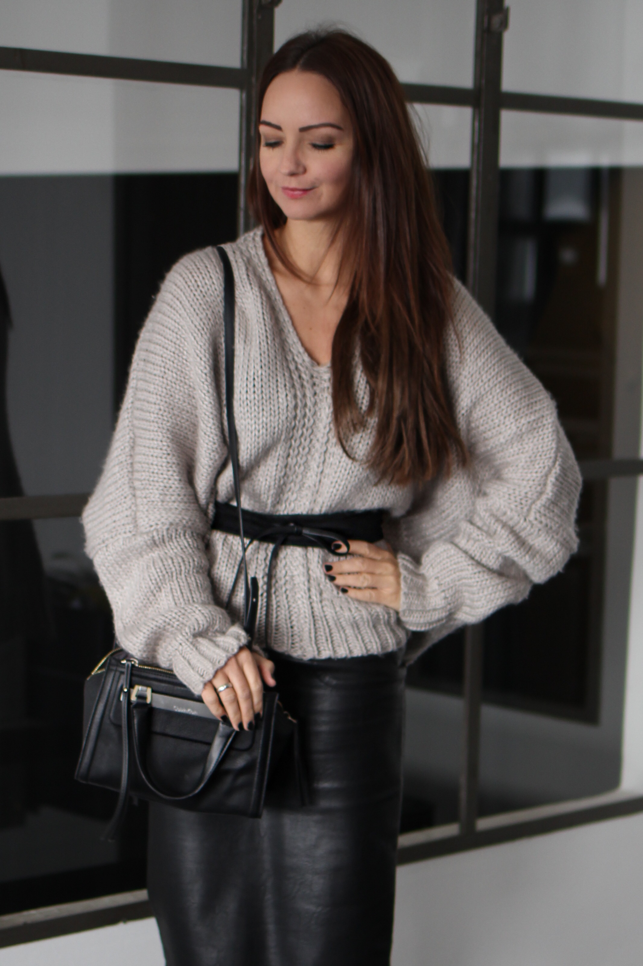 Fashioncircuz by Jenny img_4567 OUTFIT | LEDERROCK TRIFFT AUF COZY PULLOVER