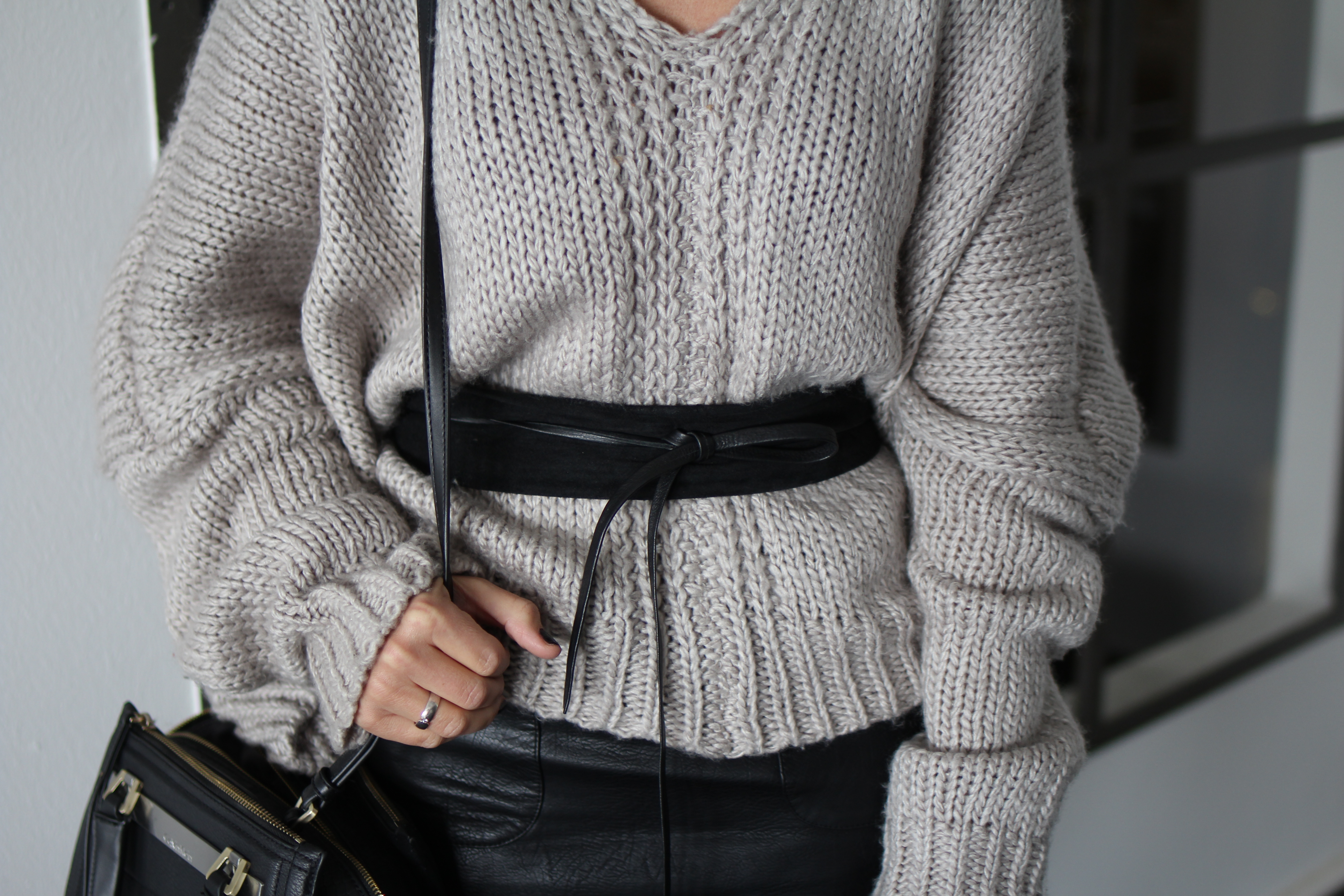Fashioncircuz by Jenny img_9735 OUTFIT | LEDERROCK TRIFFT AUF COZY PULLOVER