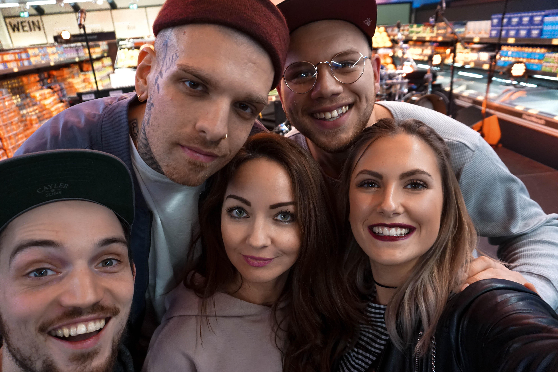 Fashioncircuz by Jenny selfie-fargo-konzert-blogger EVENT   #einfachsein   FARGO RAPPT IN KÖLNER ALDI SÜD FILIALE ZWISCHEN TIEFKÜHLPIZZA UND BANANEN
