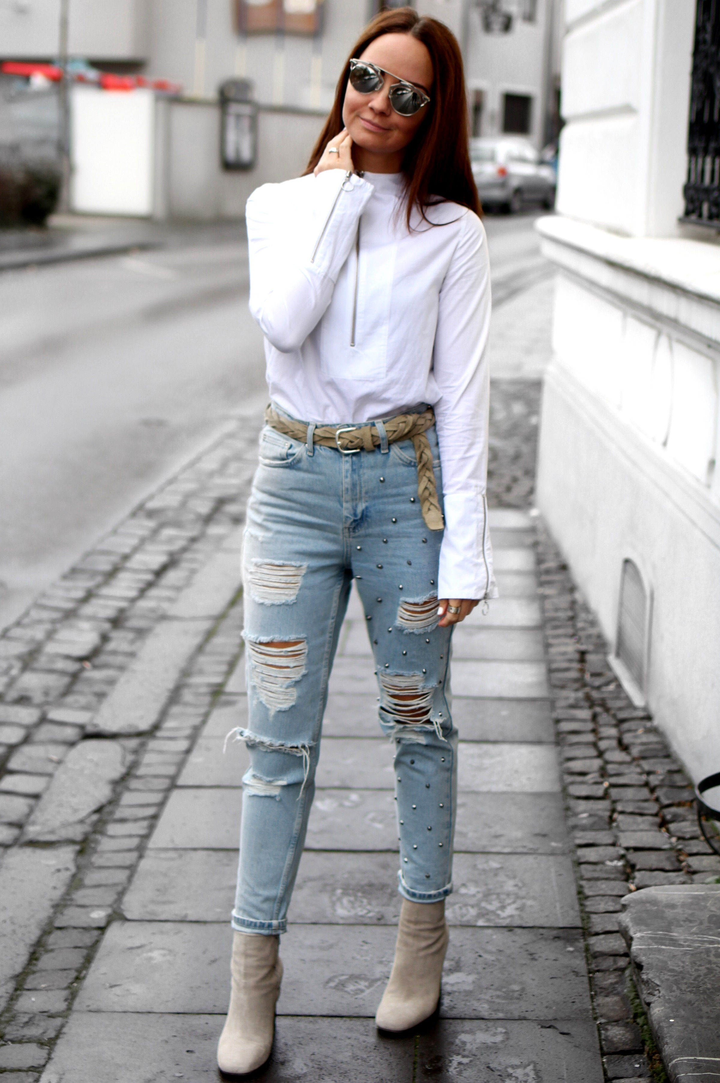 Fashioncircuz by Jenny streetstyle OUTFIT | RIPPED JEANS & STATEMENT BLUSE