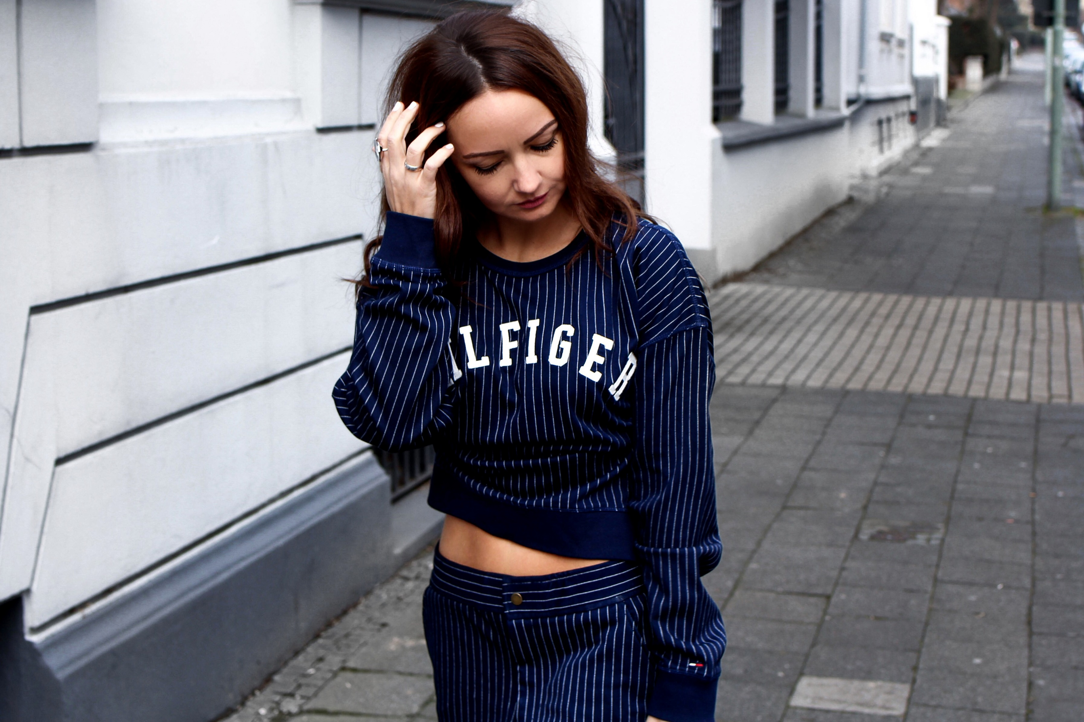 Fashioncircuz by Jenny tommy-hilfiger-blogger-look OUTFIT   HILFIGER JOGGINGHOSE & STATEMENT PULLI MEETS HIGH HEELS
